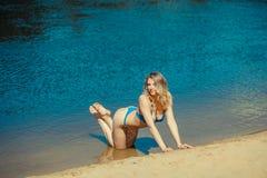 Seksowna blondynka bikini dziewczyna Zdjęcia Stock