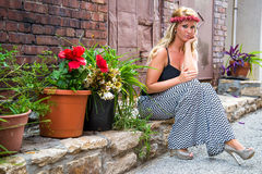 Seksowna blondynki dziewczyna w Przypadkowej modzie Obrazy Royalty Free
