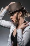 Seksowna brunetki dziewczyna pozuje w koszula w studiu Zdjęcie Stock