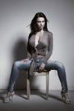Seksowna brunetki kobieta z ogromnymi boobs zdjęcia stock