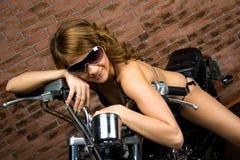 Seksowna dziewczyna na motocyklu Zdjęcie Stock