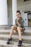 Seksowna dziewczyna z militarną koszula Zdjęcie Royalty Free
