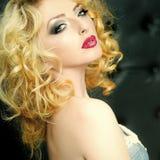 Seksowna dziewczyna z robi blond zmysłowa kobieta Zdjęcie Royalty Free