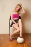 Seksowna dziewczyna z salwy piłką Zdjęcia Stock