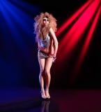 Seksowna kobieta jest dancingowym dyskoteką Zdjęcie Royalty Free