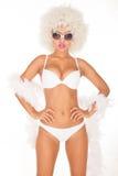 Seksowna kobieta jest ubranym białego bikini Zdjęcia Royalty Free