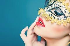 Seksowna kobieta z karnawał maską fotografia stock