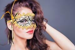 Seksowna kobieta z karnawał maską obrazy stock
