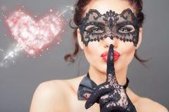 Seksowna kobieta z karnawał maską obraz stock