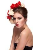 Seksowna kobieta z kwiatami w ona kierownicza Zdjęcie Royalty Free