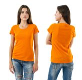 Seksowna kobieta z pustą pomarańczową koszula i cajgami Obrazy Stock