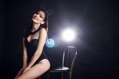 Seksowna młoda dama w królików ucho maskowych i czarnym ciele Obrazy Royalty Free