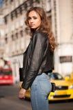 Seksowna młoda uliczna moda fotografia royalty free