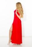 Seksowna modna kędzierzawa blondynka z jaskrawym makeup Plciowego arousal dziewczyna w krótkiej sukni pojedynczy białe tło obrazy stock
