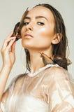 Seksowna mokra kobieta z ślimaczkami na twarzy Obraz Royalty Free