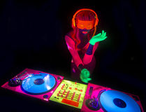Seksowna neonowa ultrafioletowa łuna DJ Zdjęcia Royalty Free