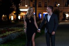Seksowna para w mieście Zdjęcia Royalty Free