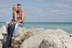 seksowna plażowa para Fotografia Royalty Free