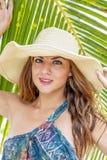 Seksownej bielizny brunetki Latynoski model Cieszy się słonecznego dzień Obrazy Royalty Free