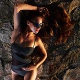 seksowni dziewczyna okulary przeciwsłoneczne _ Obrazy Stock