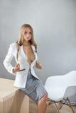 Seksowny bizneswoman na pracującym miejscu Zdjęcia Royalty Free