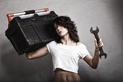 Seksowny dziewczyny mienia toolbox i wyrwania spanner Zdjęcia Royalty Free