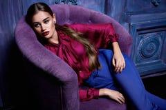Seksowny kobieta smokingowego kostiumu inkasowego biznesu przyjęcia mody styl Zdjęcie Stock