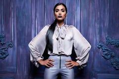 Seksowny kobieta smokingowego kostiumu inkasowego biznesu przyjęcia mody styl Obrazy Royalty Free