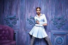 Seksowny kobieta smokingowego kostiumu inkasowego biznesu przyjęcia mody styl Obraz Royalty Free