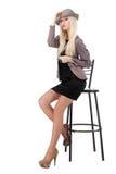 Seksowny kobiety obsiadanie na prętowym krześle Zdjęcia Royalty Free