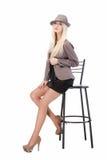 Seksowny kobiety obsiadanie na prętowym krześle Zdjęcie Stock