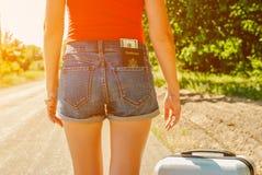 Seksowny kobiety ` s plecy w cajgach zwiera z pieniądze w kieszeni na plecy i paszportem Obraz Royalty Free