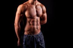 Seksowny mężczyzna bodibilder. Zdjęcia Royalty Free