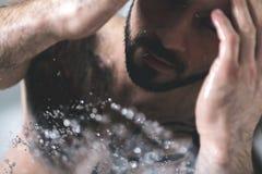Seksowny mężczyzna z tatuażem obrazy royalty free