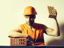 Seksowny mięśniowy mężczyzna budowniczy zdjęcia stock