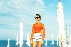 Seksowny moda wybiegu spojrzenie wspaniała kobieta zdjęcia stock