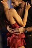 Seksowny pary całowanie, obejmowanie i Zdjęcia Stock