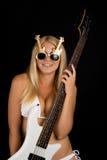 Seksuele blonde en een witte basgitaar stock afbeeldingen