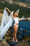 Seksuele bruid op het strand Stock Foto's