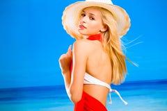 Seksuele gelooide vrouw op strand royalty-vrije stock foto's