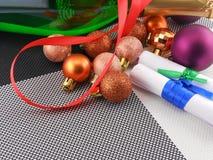 Sektflasche, Karte des neuen Jahres, Weihnachtsdekoration Stockfotos