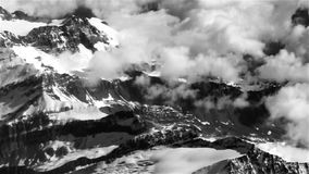 30 sekund Szwajcarskich alps latają obok Zdjęcia Stock