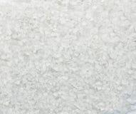 Sel blanc de mer de cristaux sur le macro fond Photographie stock