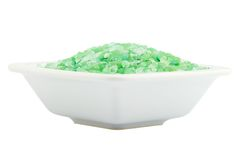 Sel de bain vert pour la station thermale dans la cuvette Photo libre de droits