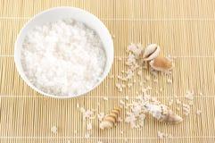 Sel de Bath et seashells images libres de droits