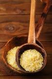 Sel de citron de Citron dans des cuillères en bois rustiques Photographie stock