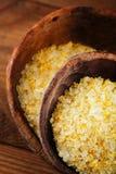 Sel de citron de Citron dans des cuillères en bois rustiques Image stock