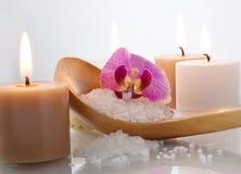 Sel de mer avec l'orchidée images stock