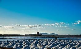 Sel de mer - vin de Marsala - la Sicile - l'Italie photos stock