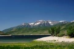sel de montagnes de lac de ville Photographie stock libre de droits